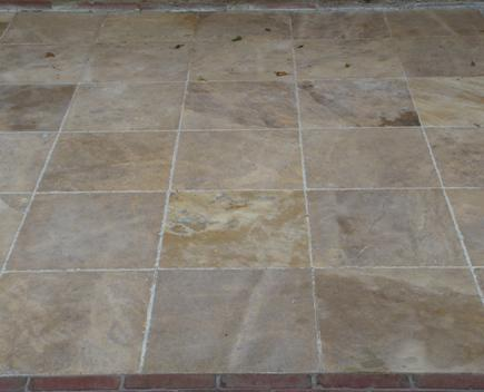 BEIGE NATURAL STONE SAND-BLASTED AND DRUMMED, 40X40X2 CM.