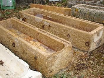 ANCIENNES AUGES EN PIERRE DE BOURGOGNE (EXISTE AUSSI EN PIEERE BLEUE)