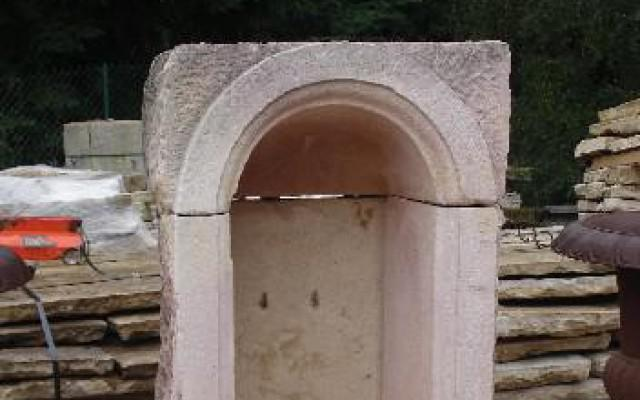 ANCIENNE PETITE NICHE EN PIERRE DE BOURGOGNE