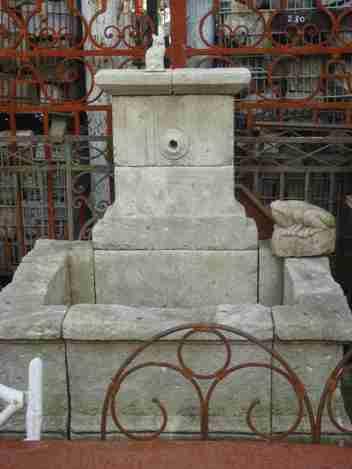 ANCIENNES FONTAINES EN PIERRE DE FRANCE