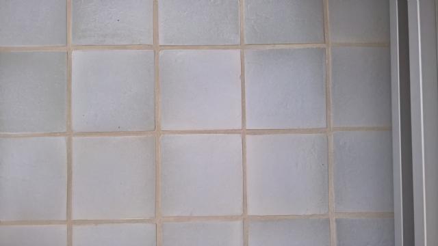 BLAUWGRIJS GEGLAZUURDE GRES TEGEL 20 X 20 X 1,2 cm.